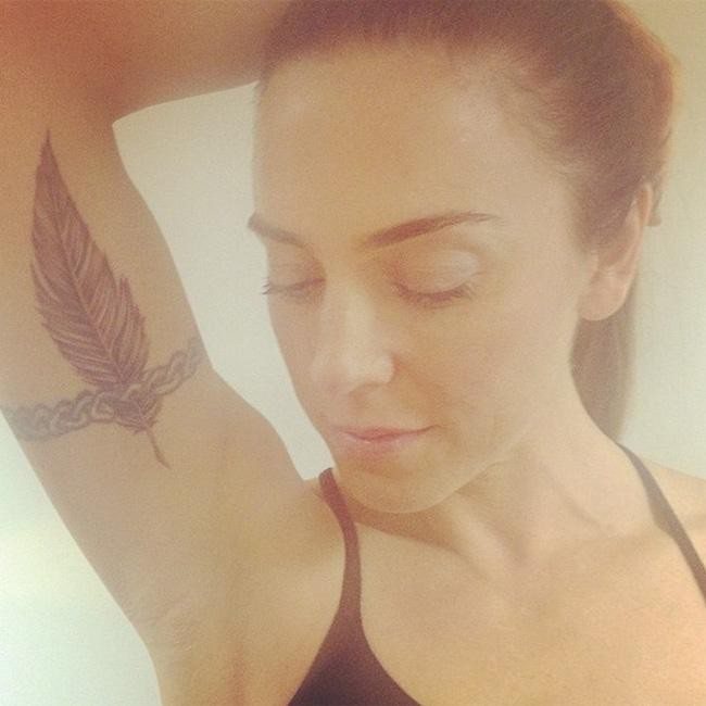 Mel C gets feather tattoo