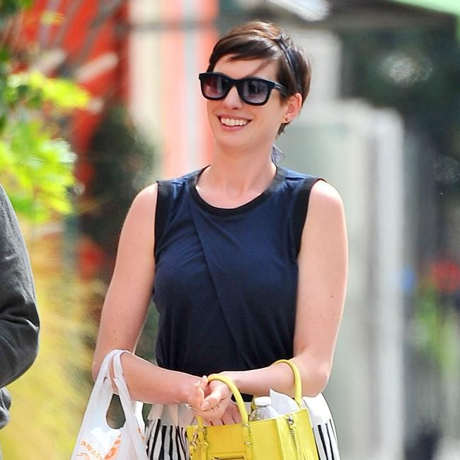 Anne Hathaway All Smiles On Lunch Date