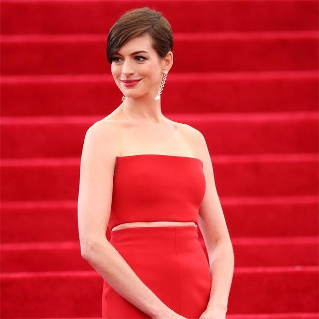 Anne Hathaway Hits The Red Carpet