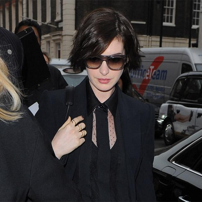 Anne Hathaway Brothers: Anne Hathaway Steps Out In London