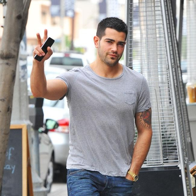 Jesse Metcalfe Flashes Muscles