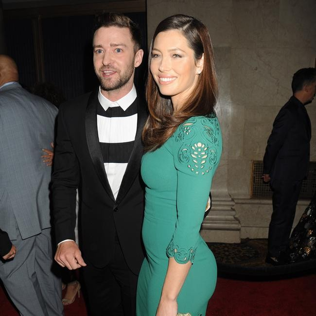 Justin Timberlake and Jessica Biel cosy up