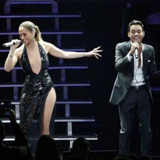 Jennifer Lopez surprises Marc Anthony on stage