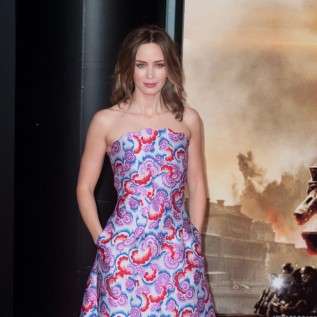 Emily Blunt gets Julie Andrews' blessing to play Mary Poppins
