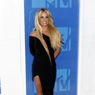 Britney Spears returns to MTV VMAs after a decade away