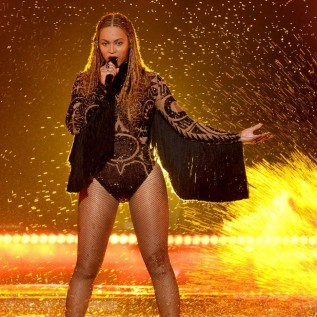 Beyoncé wins 8 gongs at the Video Music Awards 2016