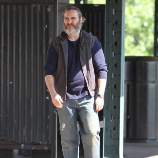 Joaquin Phoenix disguised by beard
