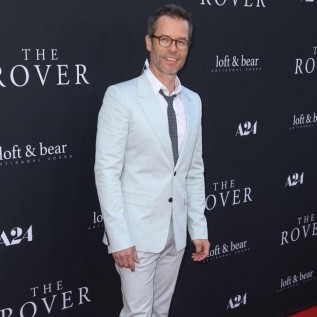 Guy Pearce and Carice van Houten welcome first child