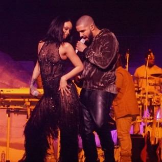 Drake and Rihanna are reportedly 'fully dating'