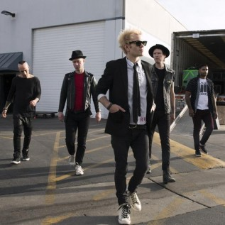 Deryck Whibley 'couldn't sing' after stint in hospital for alcohol addiction