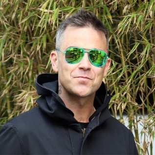 Robbie Williams censors Russian-themed comeback single