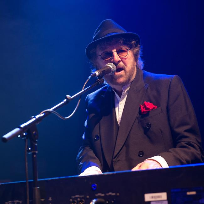 Chas and Dave singer Chas Hodges vows to beat cancer