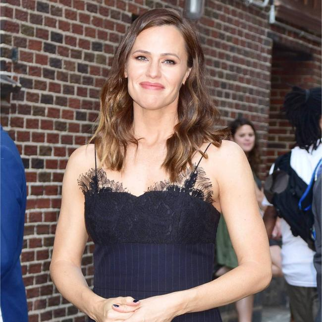 Jennifer Garner wears all black for Late show appearance