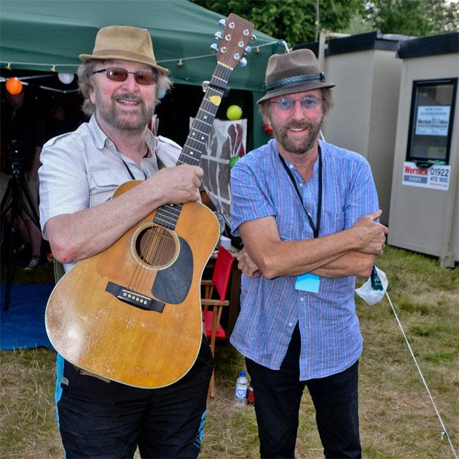 Chas and Dave play first gig for six months