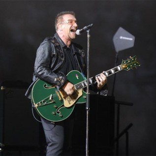 U2 pay emotional tribute to Leonard Cohen