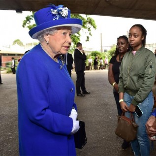 Giorgio Armani wants to modernise Queen Elizabeth's outfits
