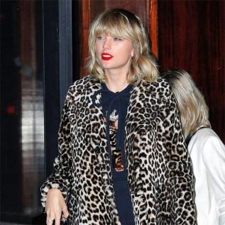 Taylor Swift shoots music video at London kebab shop