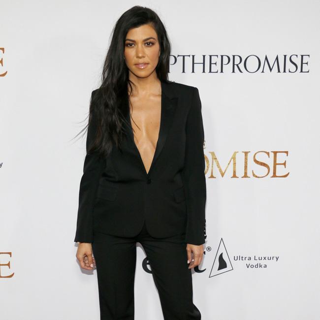 Kourtney Kardashian unplugs on vacation