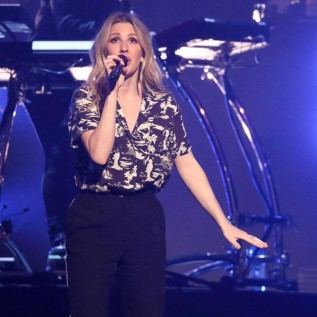 Ellie Goulding puts on star-studded show