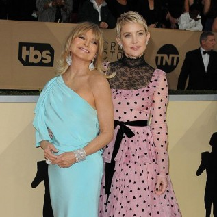 Golide Hawn and Kate Hudson present together
