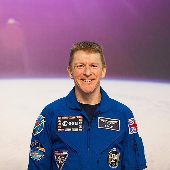 Tim Peake gifted Queen Elizabeth his Union Flag