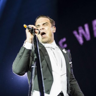 Robbie Williams challenges Liam Gallagher to a televised fight