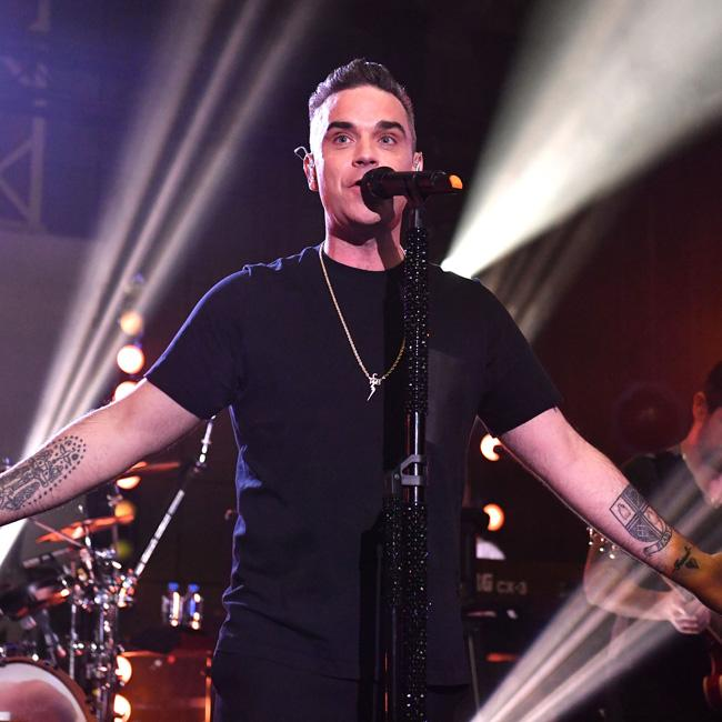 Robbie Williams welcomes dad to Twitter