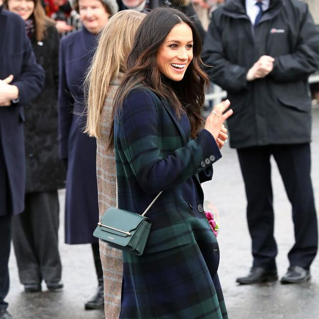 Meghan Markle speaks Filipino to fan in Edinburgh