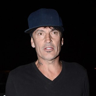 Tommy Lee files restraining order against his son