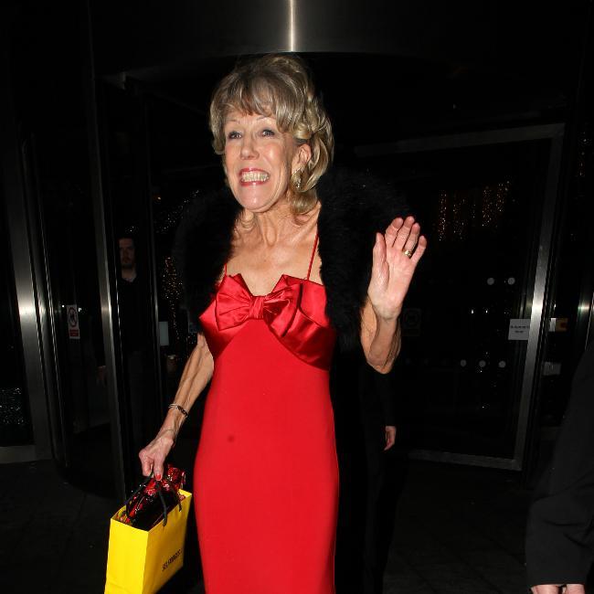 Alexandra Mardell praises Sue Nicholls as she signs new Corrie deal