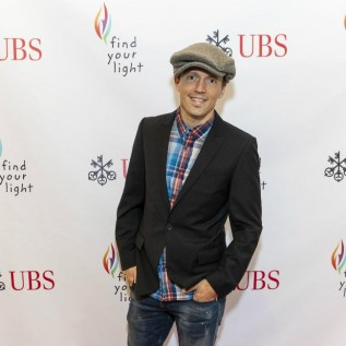 Jason Mraz had 'experiences with guys' while dating wife