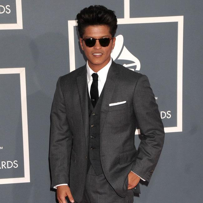 Bruno Mars suspends concert after fire breaks out