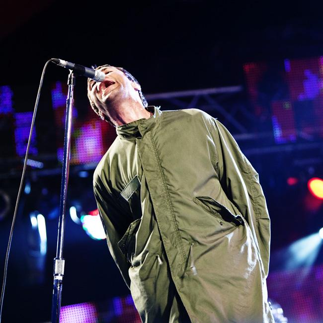 Liam Gallagher pauses Benicassim set due to 'stinky fish'