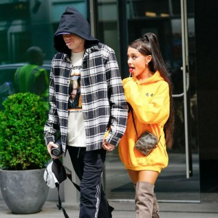 Pete Davidson gifts dad's pendant to Ariana Grande