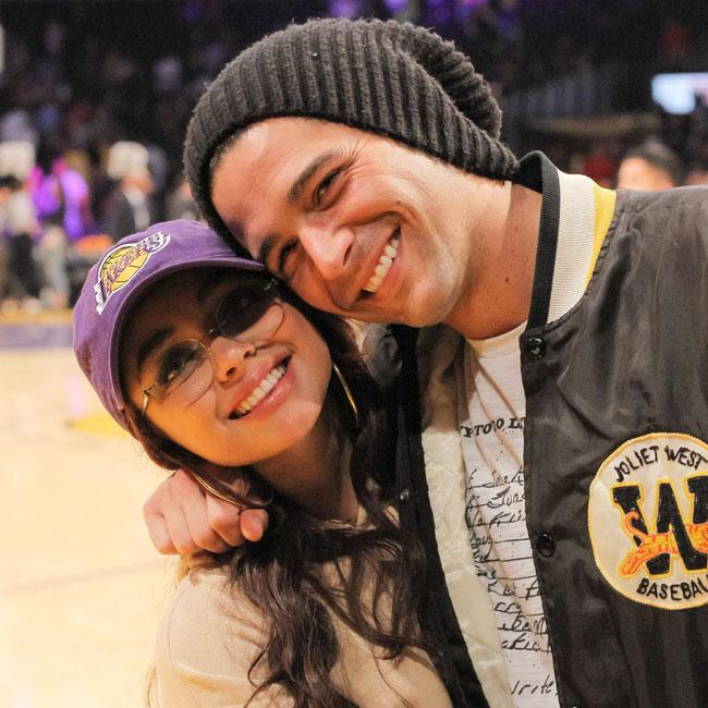 Sarah Hyland envied other girl Wells Adams was messaging