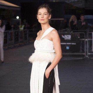 Rosamund Pike asked to 'drop' dress for Bond role