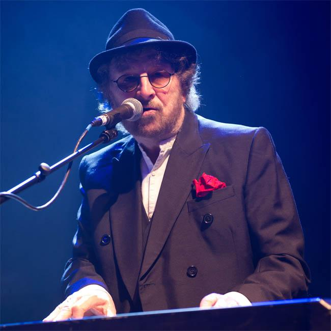 Chas Hodges dies aged 74