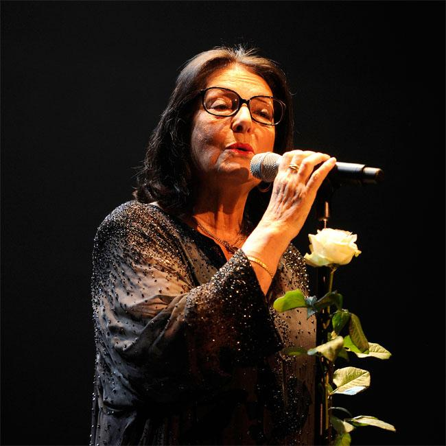 Nana Mouskouri wants Glastonbury legends slot