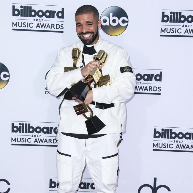 Drake performs with Travis Scott on Sicko Mode
