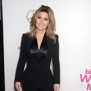 Shania Twain admits to 'peeing' herself on stage