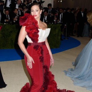 Ashley Graham recalls Kim Kardashian West picking spinach from her teeth