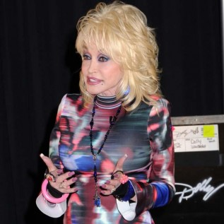 Dolly Parton lays brother to rest