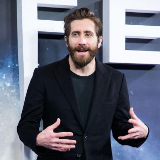 Jake Gyllenhaal to star in remake of The Guilty