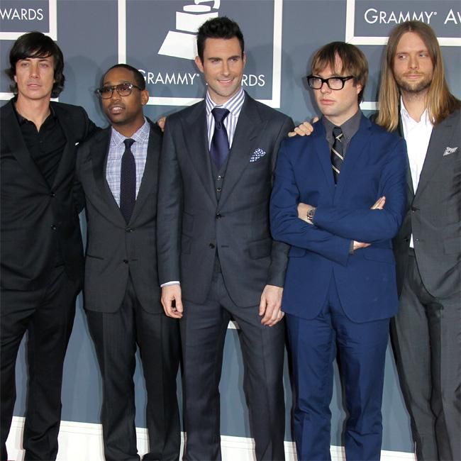 Maroon 5′s label didn't want Moves Like Jagger