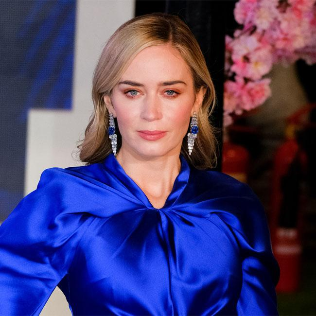 Emily Blunt: Rihanna is smoking