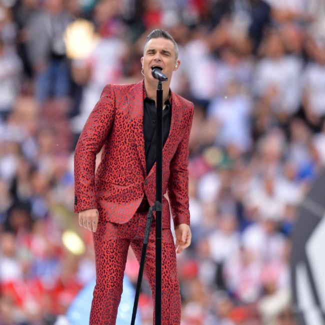 Robbie Williams using colouring to help quit smoking