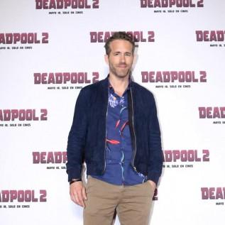 Ryan Reynolds jokes about dating Betty White