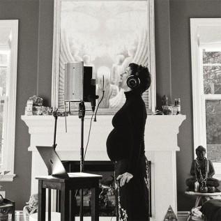 Alanis Morissette expecting third child