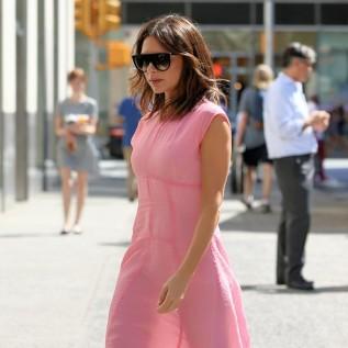 Victoria Beckham talks to Brooklyn's girlfriend about 'everything'