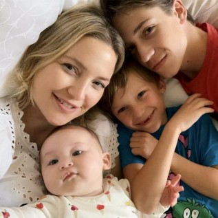Kate Hudson celebrates 40th birthday with first snap of her brood together
